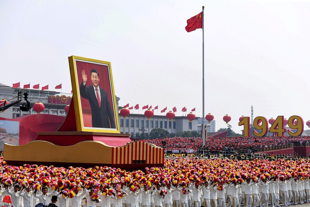 2019年10月1日,中國國慶慶典期間展現習近平的巨型畫像。
