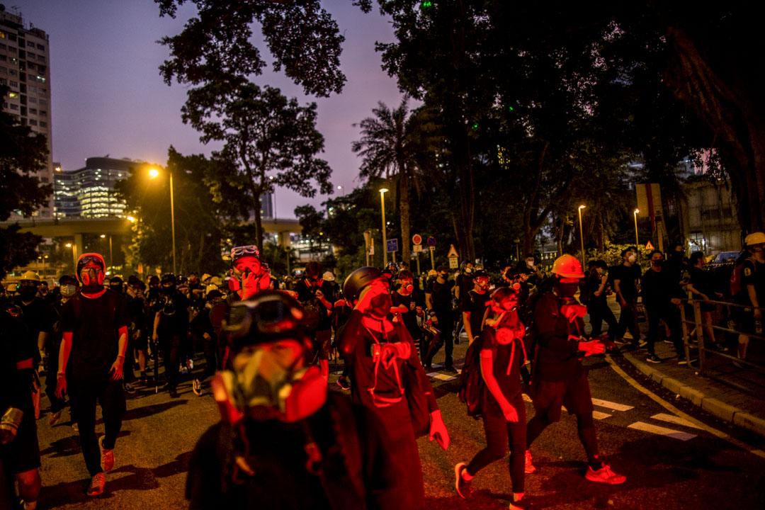 2019年8月24日,在觀塘撒退中的示威者。 攝:林振東/端傳媒