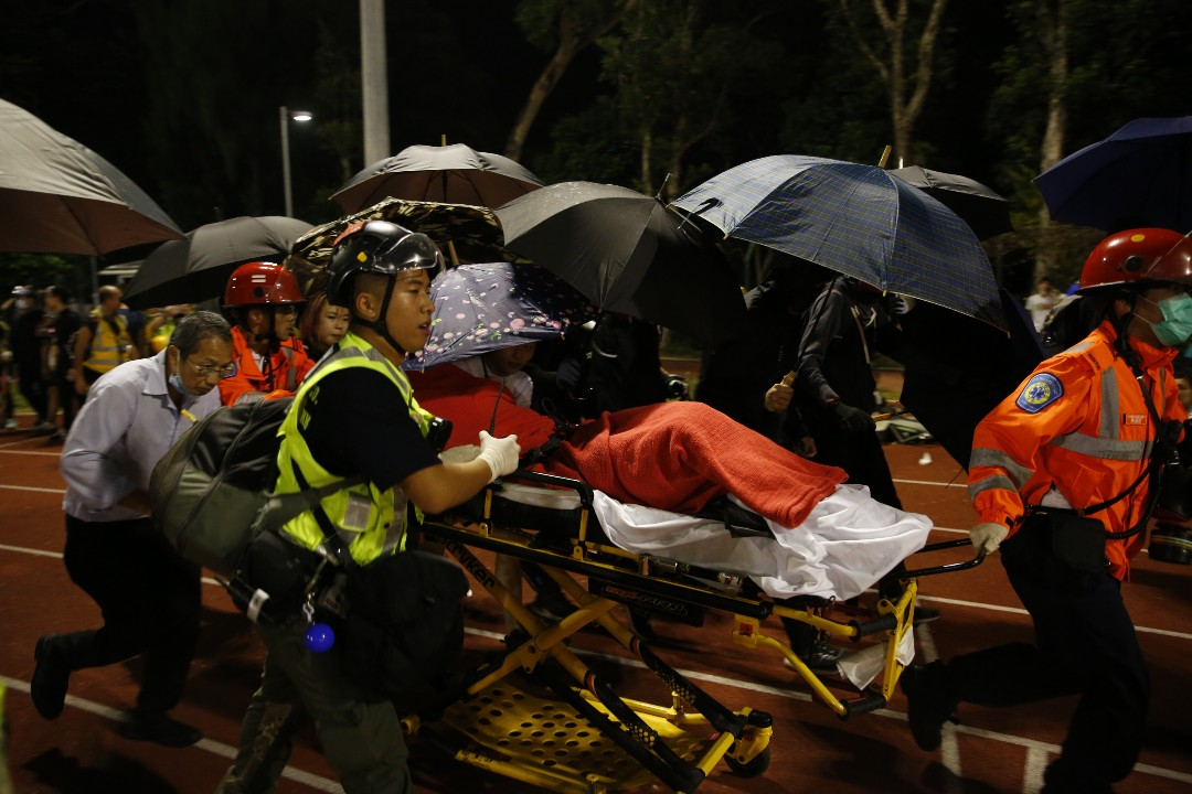 2019年11月12日,警方進入香港中文大學,有示威者受傷送院。