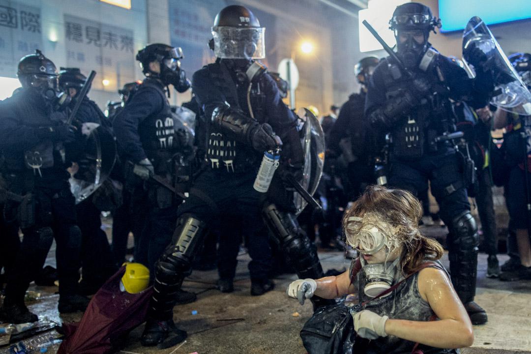 2019年7月28日,上環警察驅散示威者。