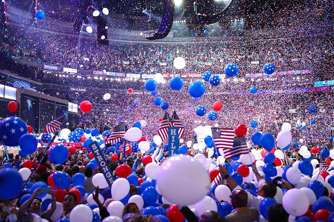 2016年7月28日在費城富國銀行中心,參加者在民主黨全國代表大會。