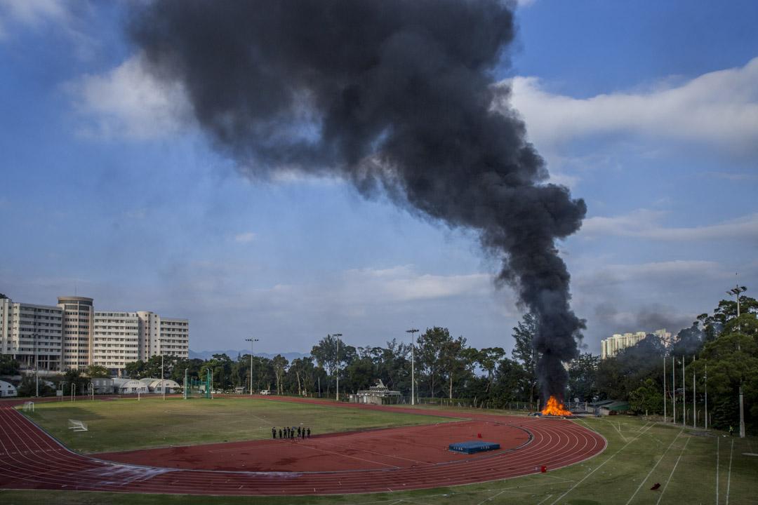 2019年11月12日,香港中文大學球場有物品被焚燒。