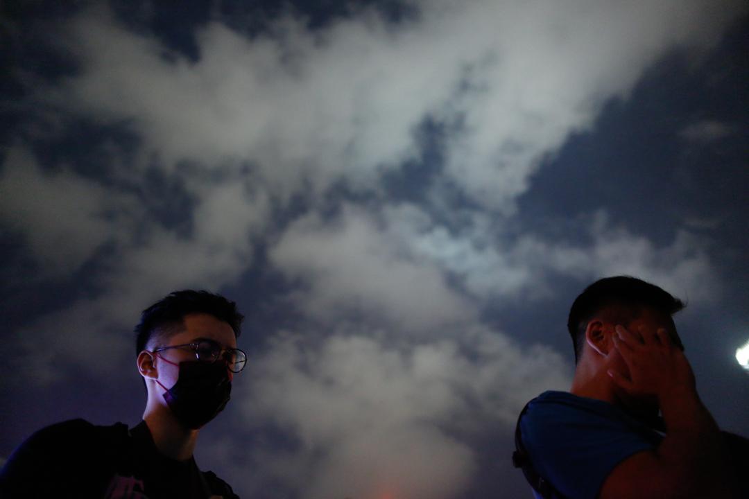 2019年11月9日,民眾在金鐘添馬公園悼念逝世的周梓樂。