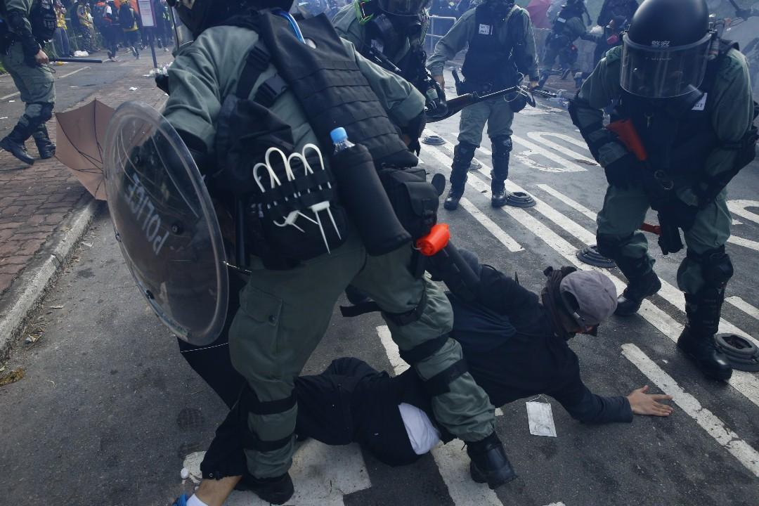 2019年11月12日,警方進入香港中文大學拘捕示威者。