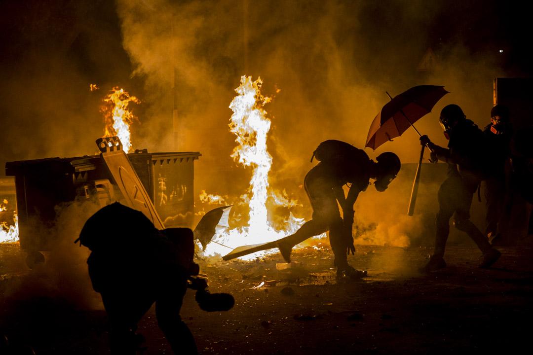 2019年11月12日,香港中文大學二號橋,警察與示威者發生衝突。