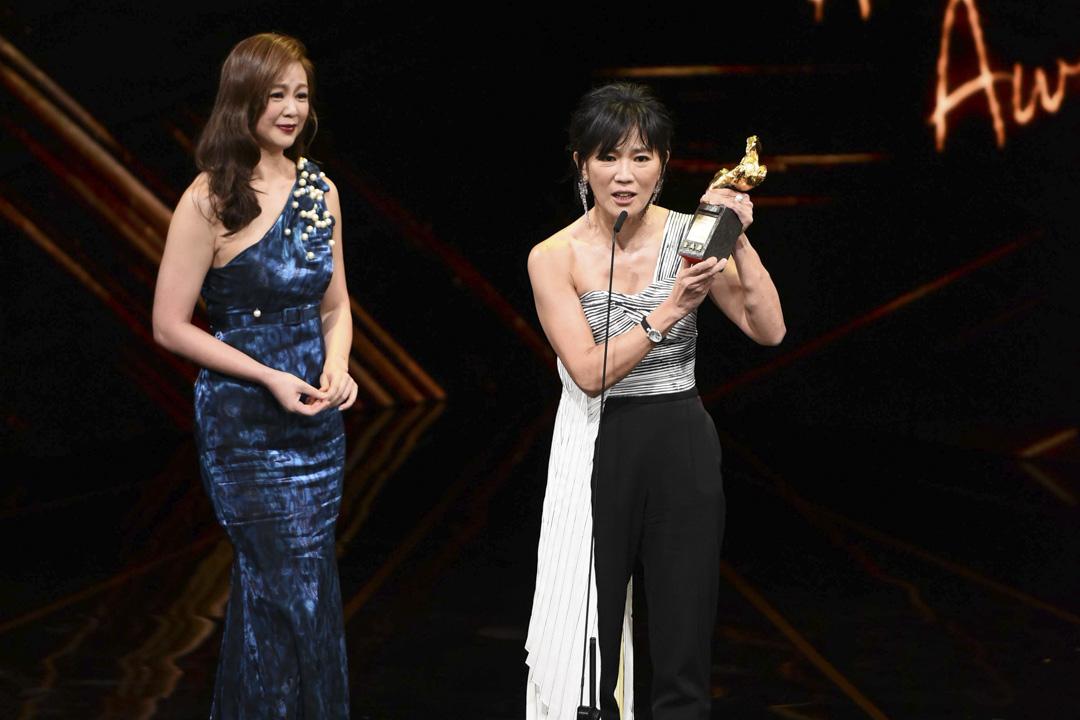 「終身成就獎」的得主之一王羽,因年邁及重病無法親自出席,由他的兩個女兒代表領獎。