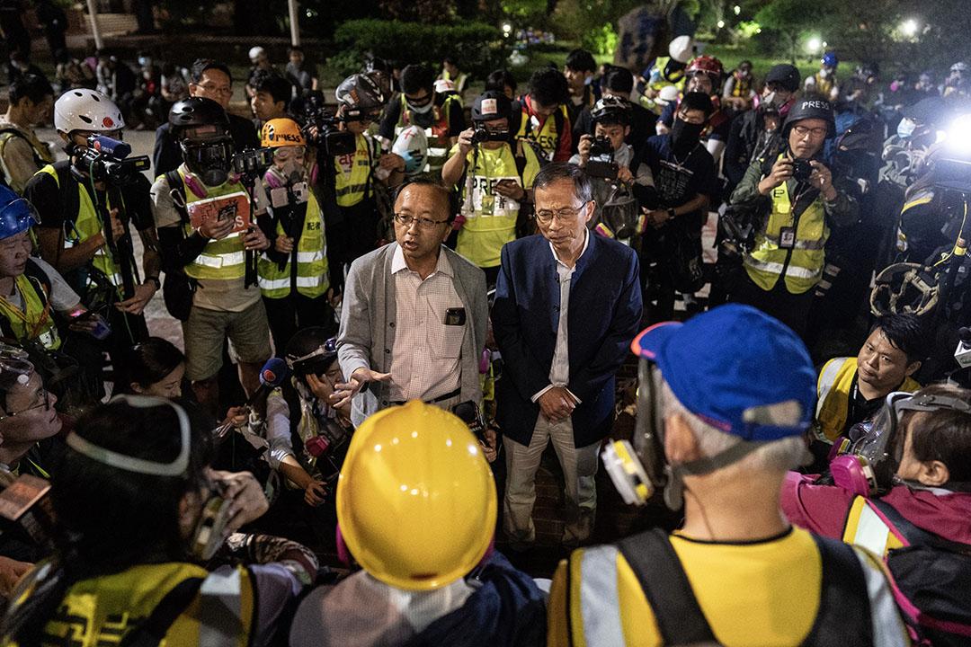 2019年11月18日,晚上11點左右,前立法會主席曾鈺成和香港大學法律學院講師張達明來到理工大學斡旋。