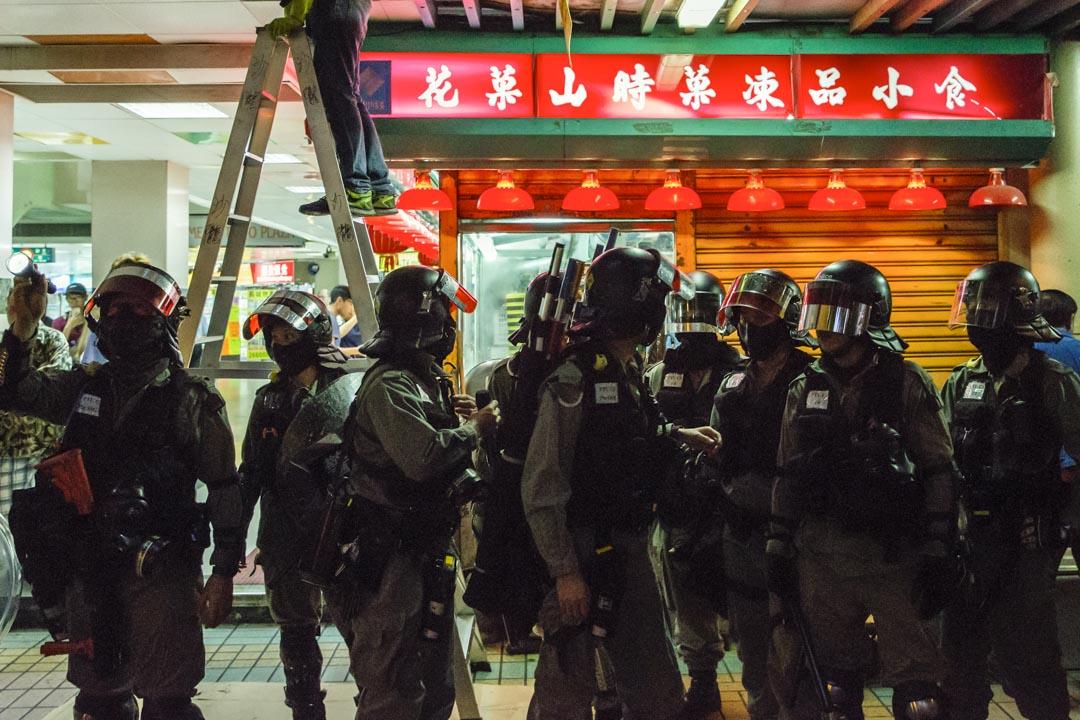 2019年11月3日,防暴警察在大埔廣場。