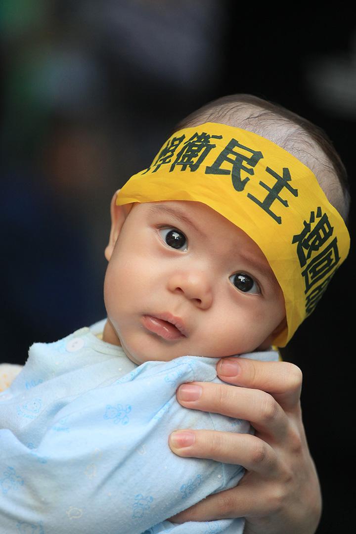2014年爆發的太陽花學運,抗議民眾衝入並佔領立法院議場,這是台灣1980年代以來最大規模的「 公民不服從」運動,也是立法院首度被民眾佔領。