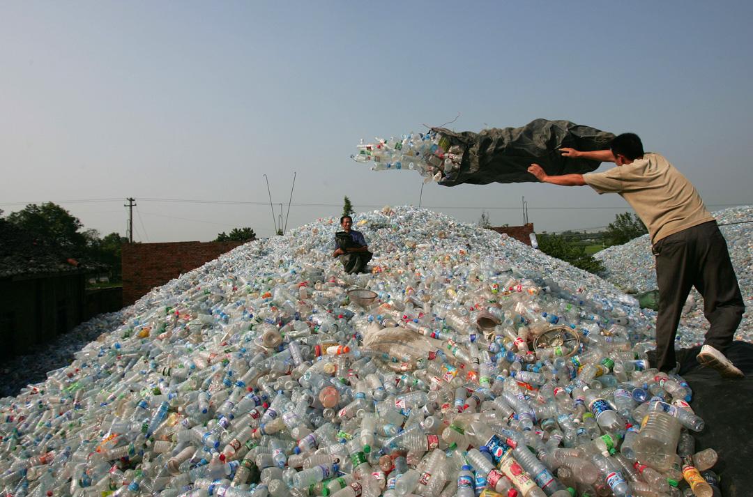 2008年,四川綿竹市的塑料棄置場。