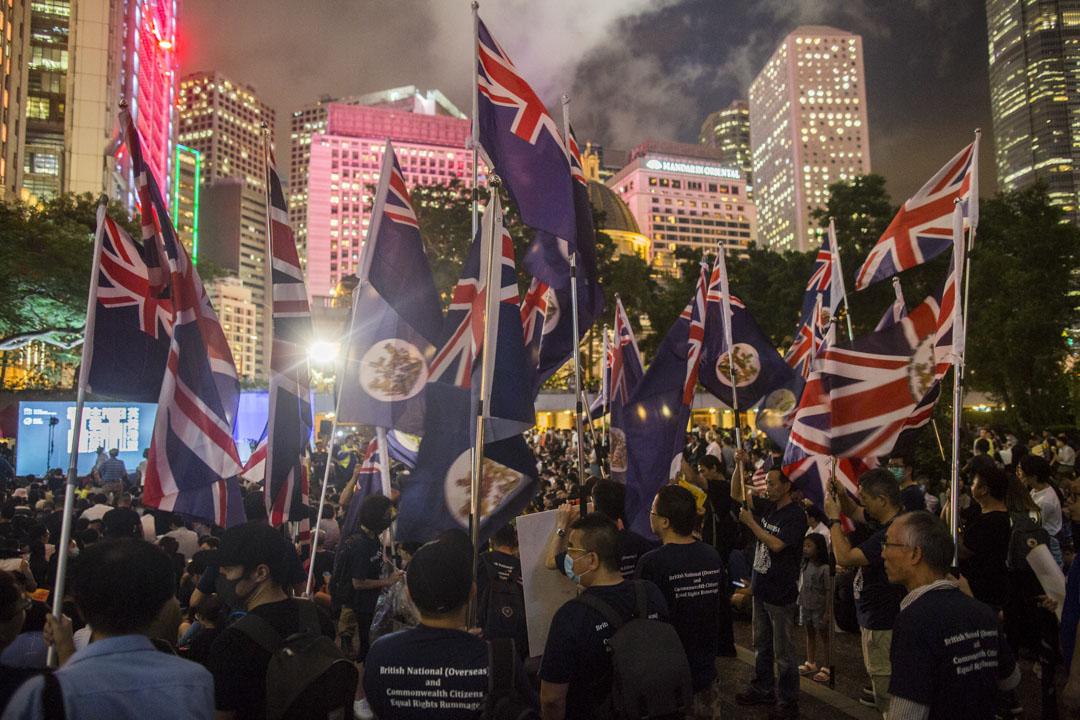 2019年8月16日,「英美港盟、主權在民」集會,有人手持港英旗出席。