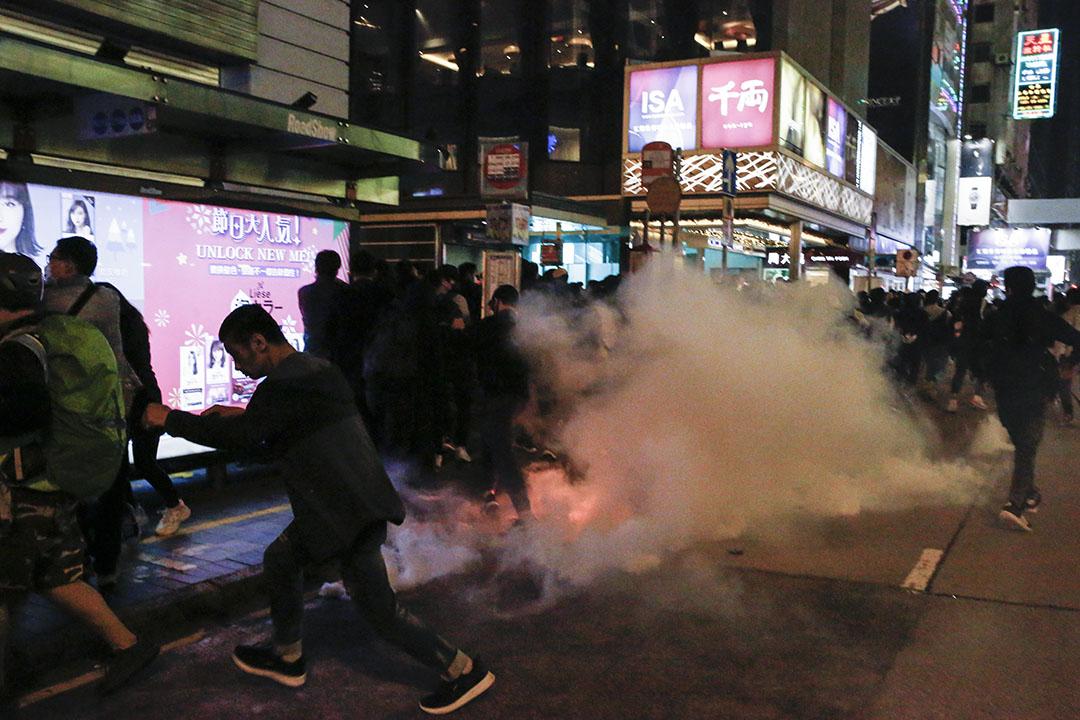2019年12月24日,警方在尖沙咀施放催淚彈。