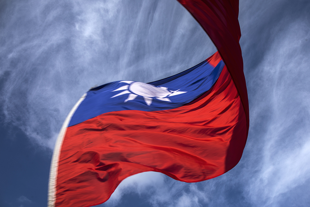 一面台灣國旗在風中飄揚。 攝:陳焯煇/端傳媒