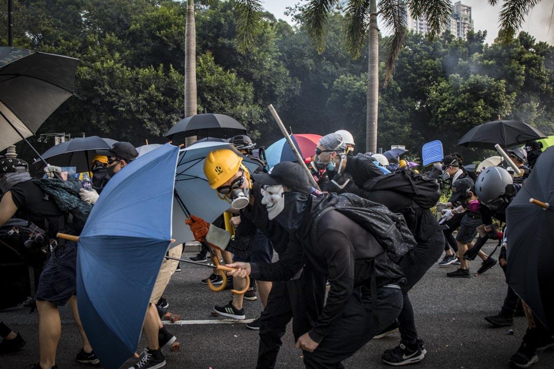 2019年10月1日,沙田遊行,示威者與警察發生衝突。