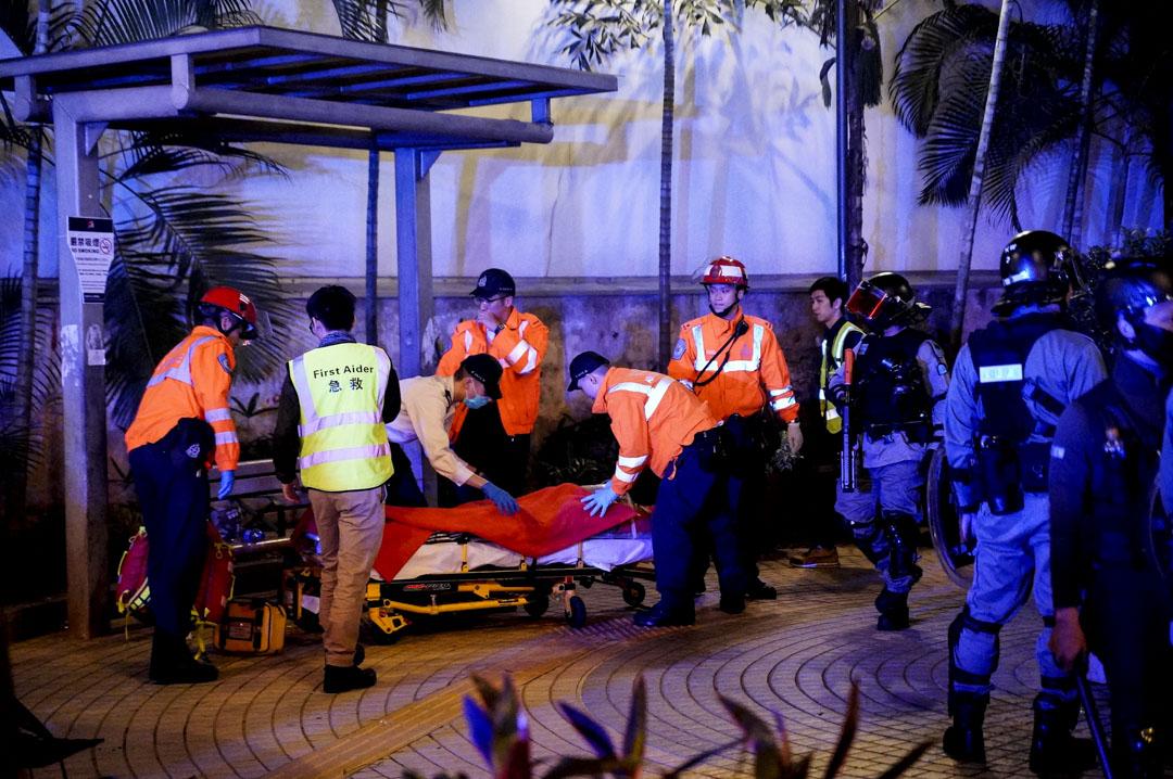 2019年12月25日約凌晨兩點半,長沙街公園有人從高處墮下。