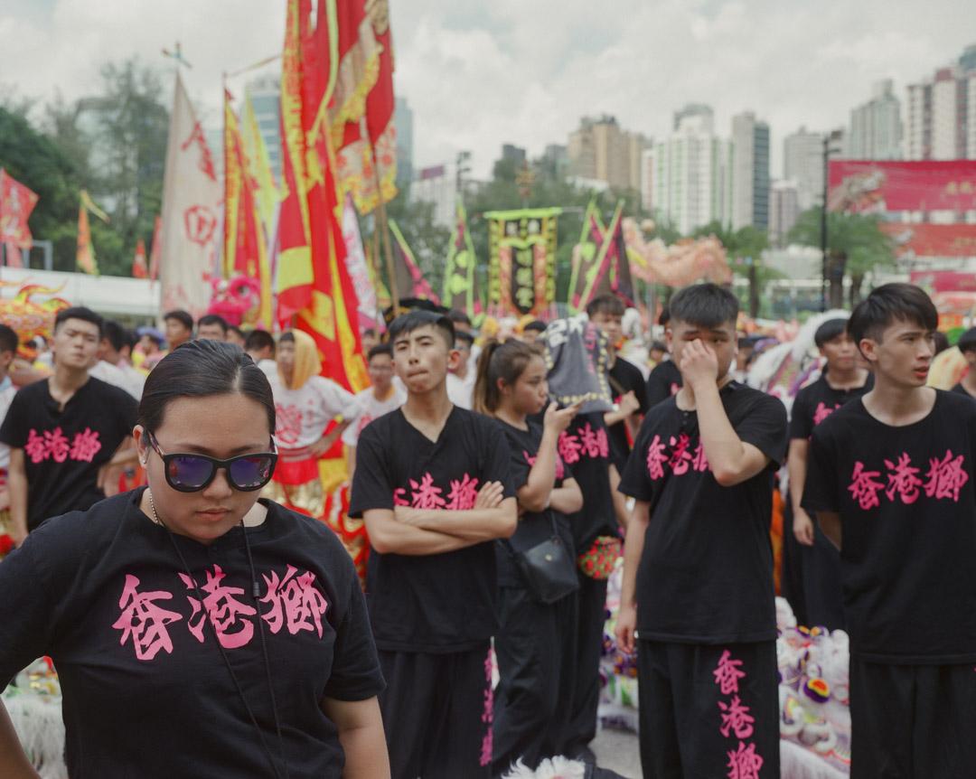 舞獅團中的香港少年。 攝:林振東/端傳媒