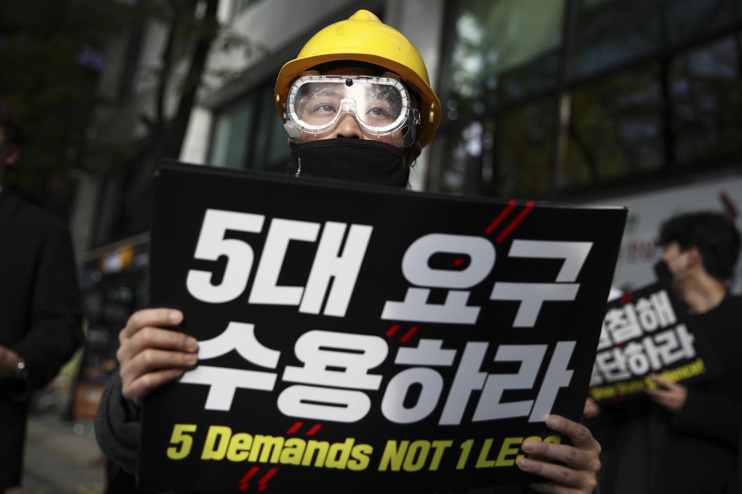 2019年11月23日,南韓首爾有學生發起支持香港爭取民主的抗議。  攝:Chung Sung-Jun/Getty Images