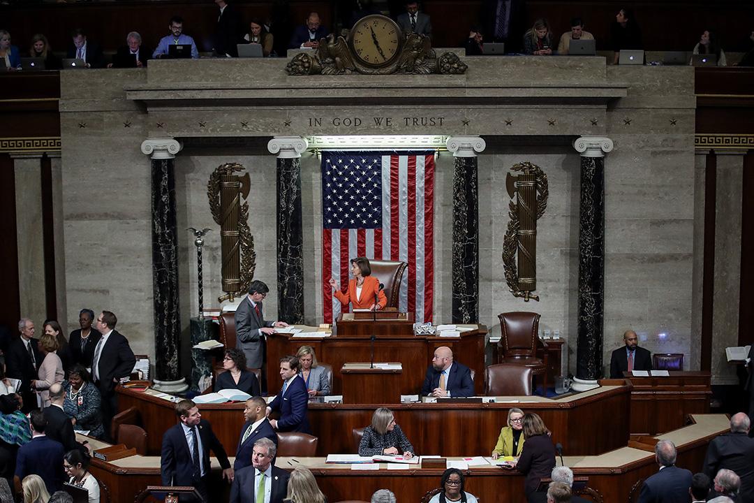 2019年10月31日,眾議院議長南希·佩洛西主持美國眾議院投票,正式通過對特朗普的彈劾調查程序。