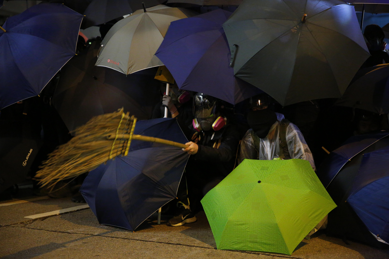 2019年12月8日,民陣發起國際人權日遊行,有示威者組成傘陣。