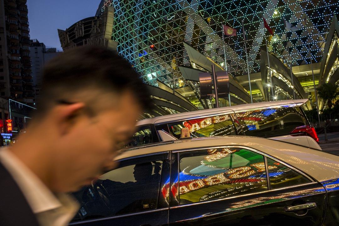 2019年12月18日,澳門駕駛中的的士司機。