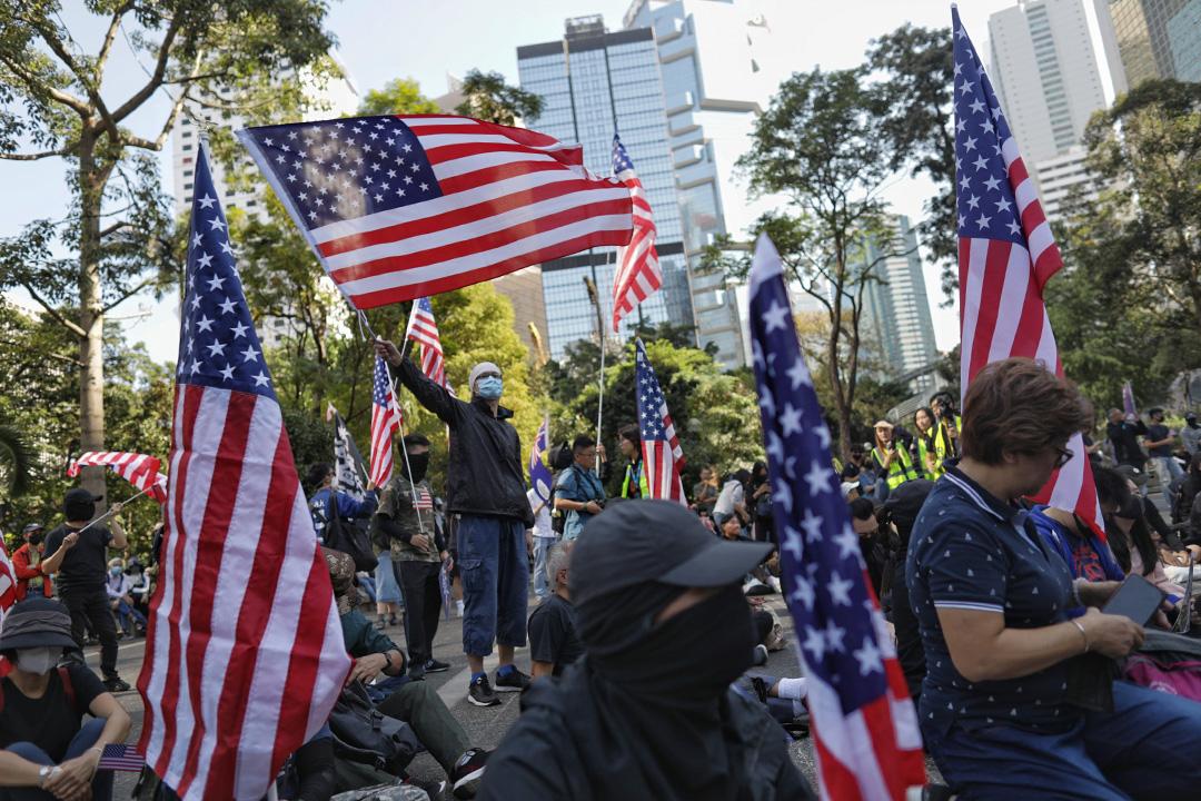 2019年12月1日,「香港自治行動」舉行「感謝美國保護香港大遊行」,希望感謝總統特朗普、美國國會以及美國人民支持通過「香港人權及民主法案」,由中環遮打花園來回遊行至美國駐香港總領事館。