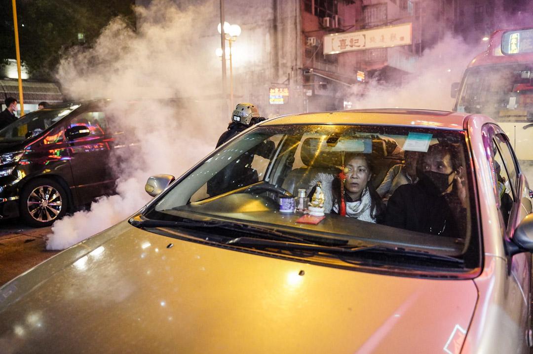 2019年12月25日凌晨,警方在旺角施放催淚彈。