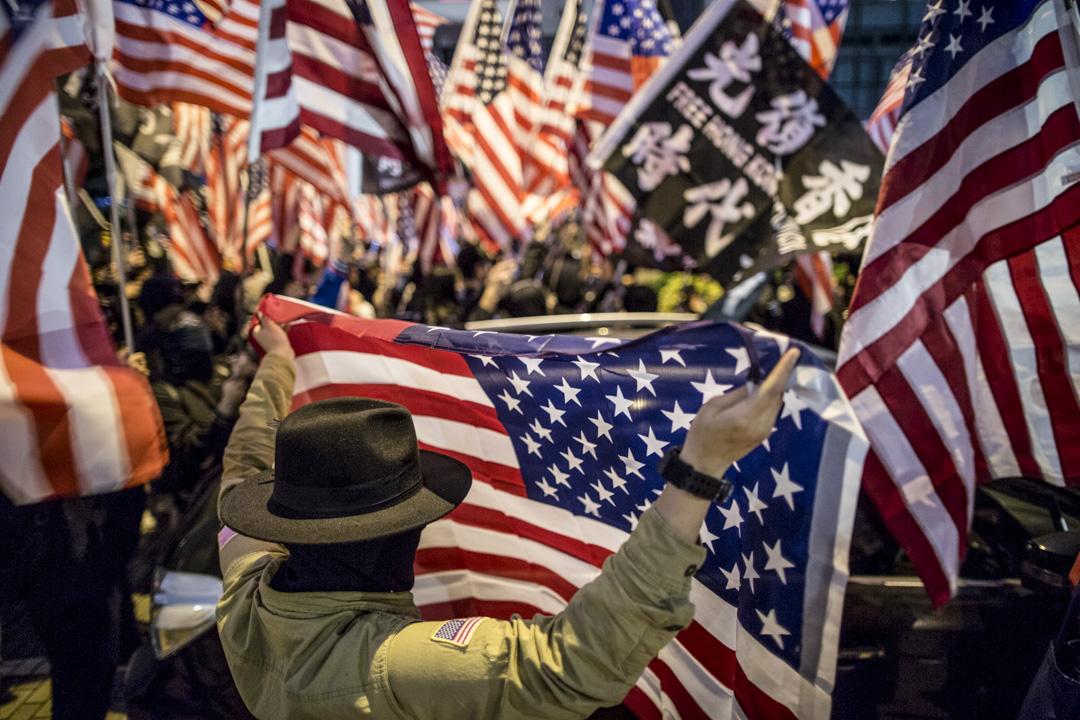 2019年11月28日,香港中環愛丁堡廣場,民眾集會感謝美國通過《香港人權與民主法案》。 攝:林振東/端傳媒