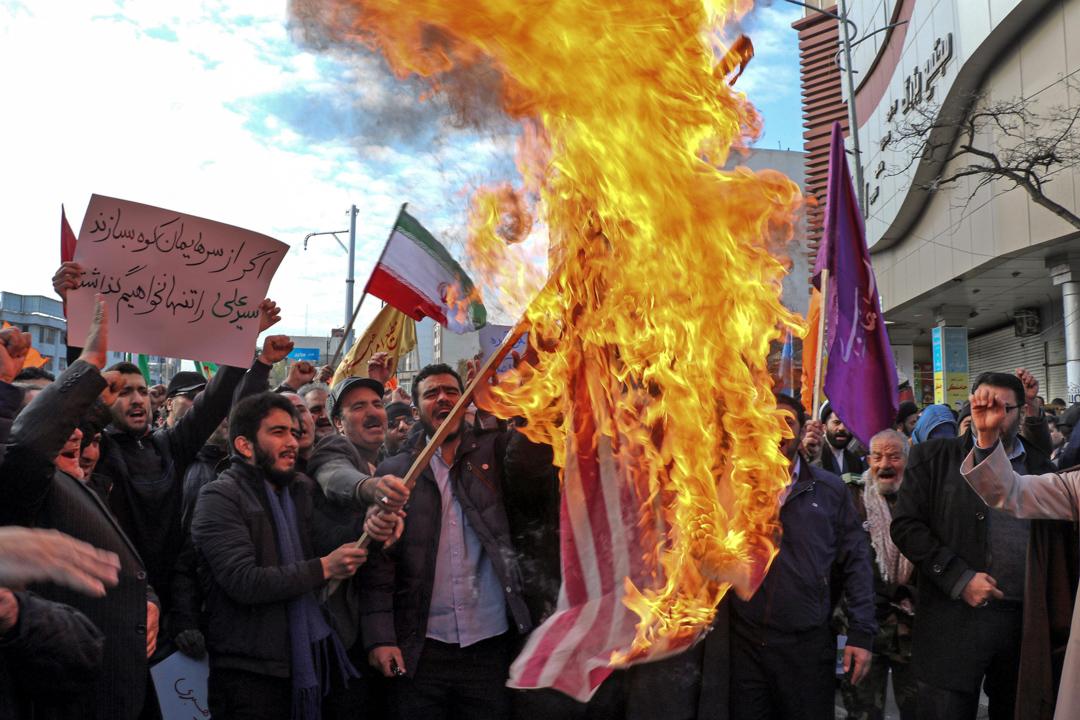 2019年11月20日,伊朗民眾發起支持政府的遊行,期間有人焚燒美國國旗。