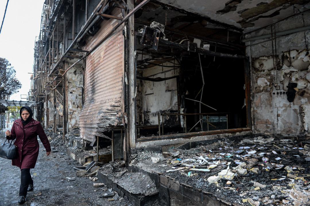 2019年11月20日,一所銀行因伊朗反汽油加價示威被破壞。