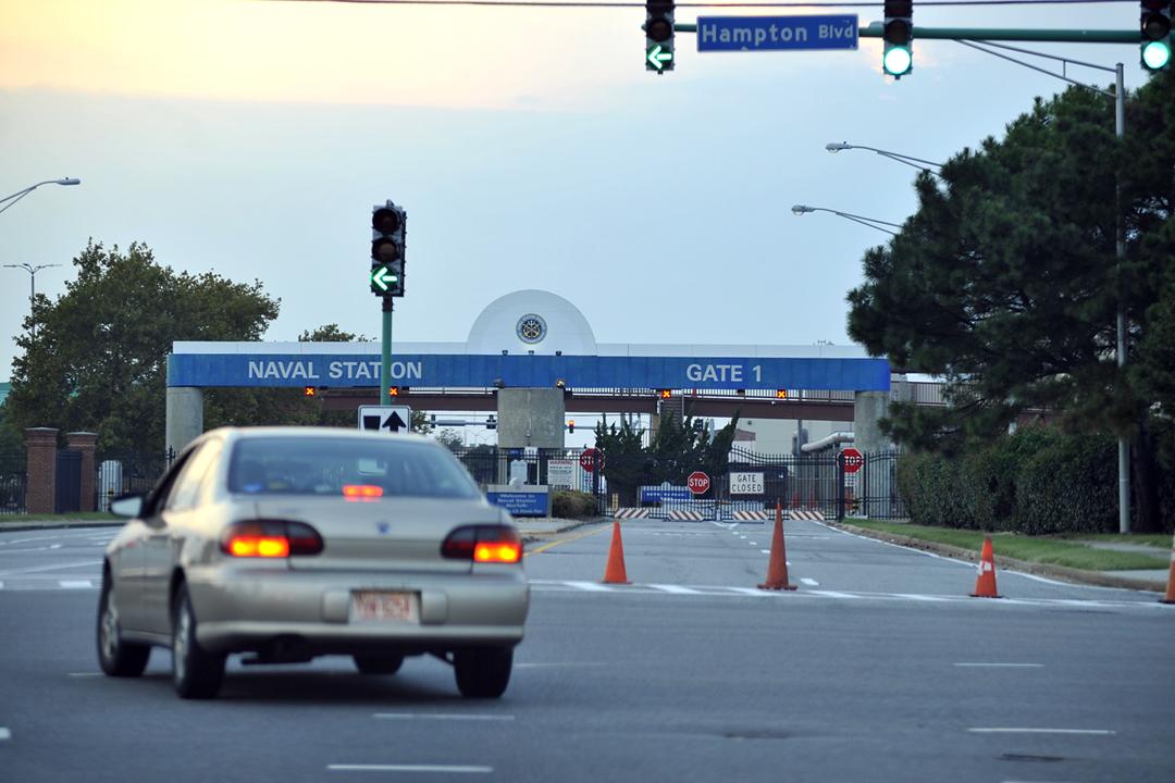 《紐約時報》指兩名中國駐美外交人員月前闖入美軍諾福克海軍基地(Naval Station Norfolk)附近一個「秘密基地」,因而被美方以「涉嫌從事間諜活動」驅逐出境。圖為位於維珍尼亞州的諾福克海軍基地。 攝:Scott Neville / For The Washington Post via Getty Images