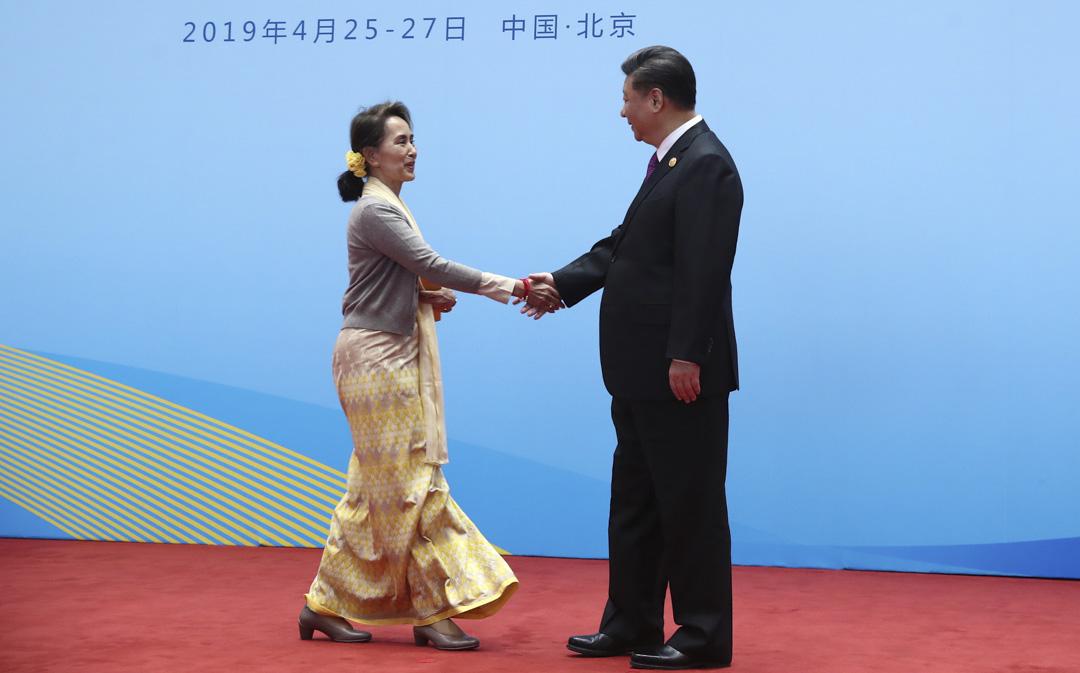 2019年4月27日:國家主席習近平在第二屆「一帶一路」論壇上歡迎昂山素姬