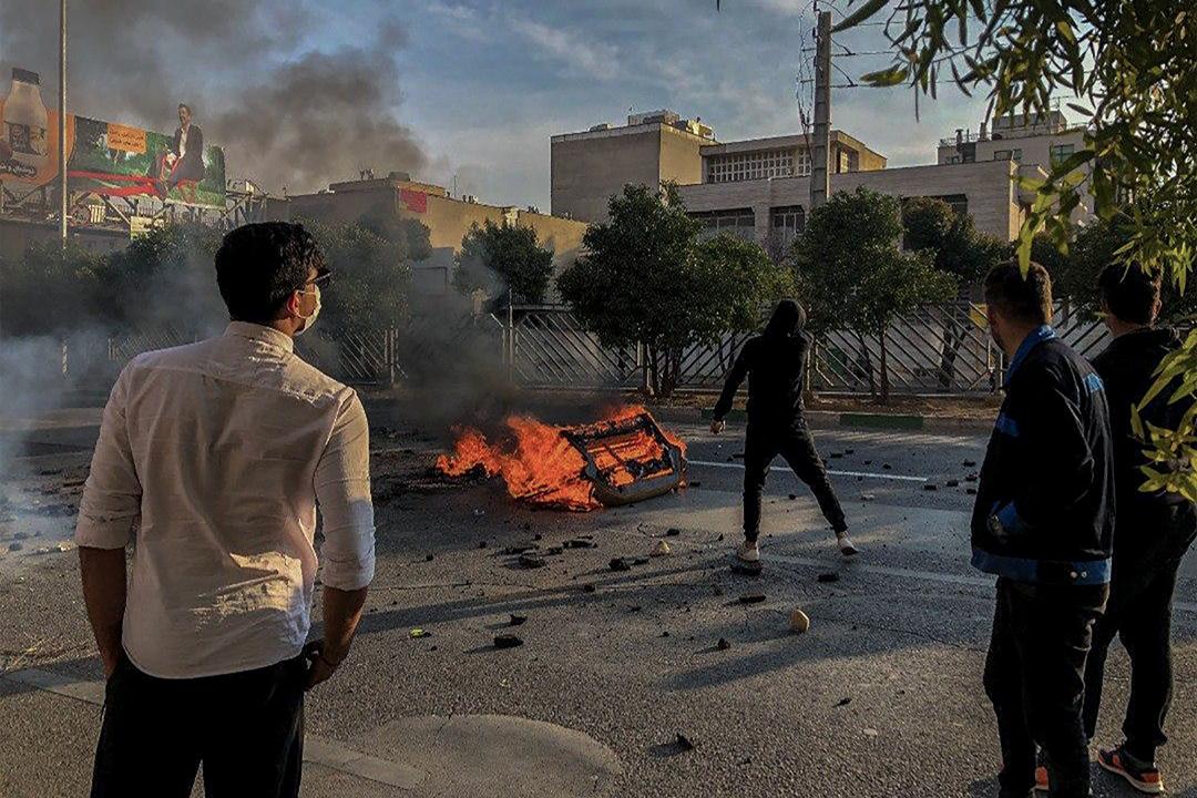 2019年11月16日,伊朗民眾上街反對汽油加價。