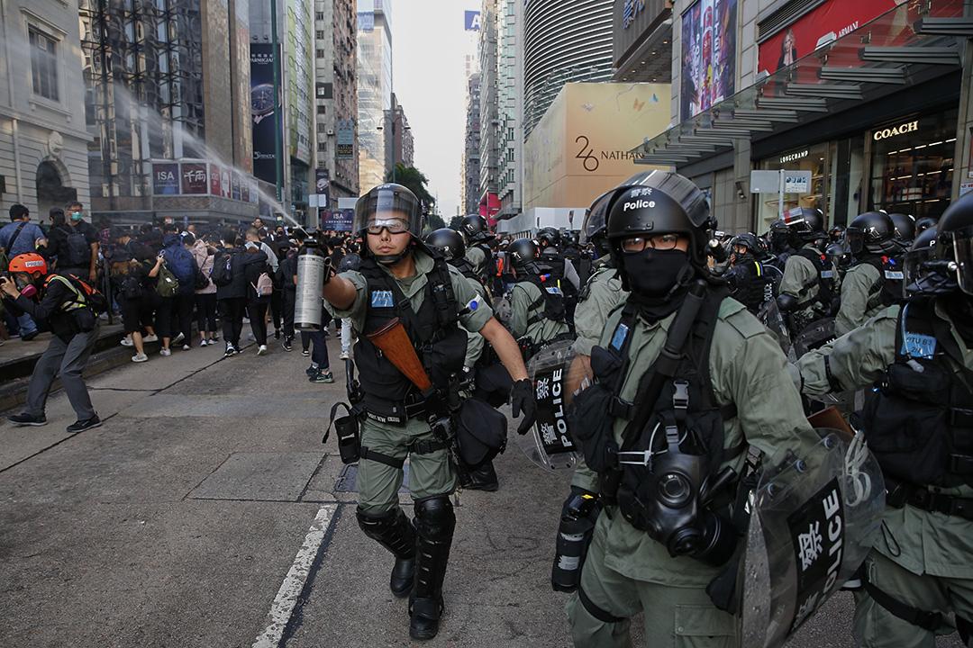 下午3點,網民發起「毋忘初心大遊行」,重申反修例運動的五大訊求,並由尖沙咀鐘樓遊行至紅磡體育館,有警察施放胡椒噴霧。