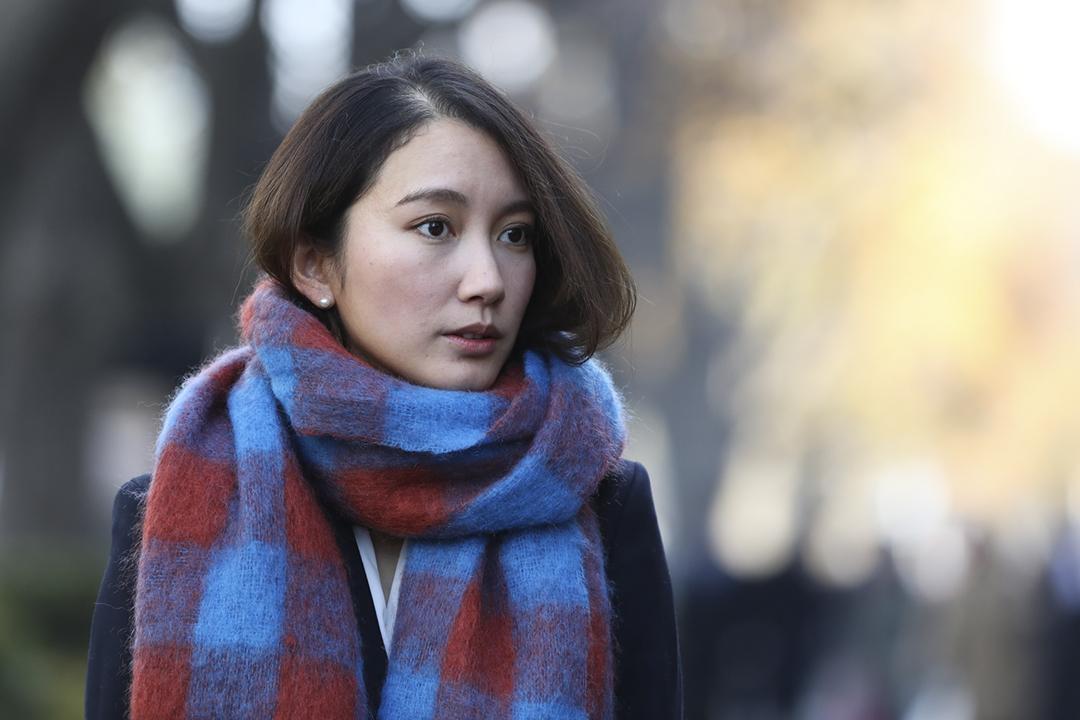 2019年12月18日,伊藤詩織抵達東京地方法院聽取判決。 攝:Takashi Aoyama / Getty Images
