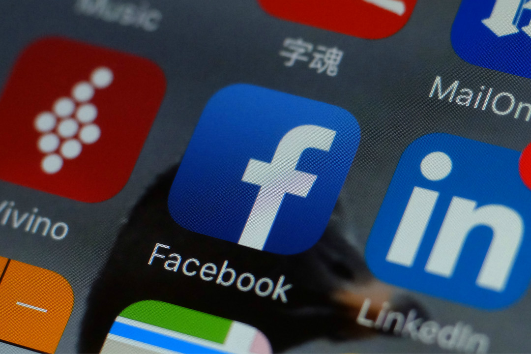 2018年3月22日,一部台北手機上的 Facebook 應用圖標。 攝:Getty Images