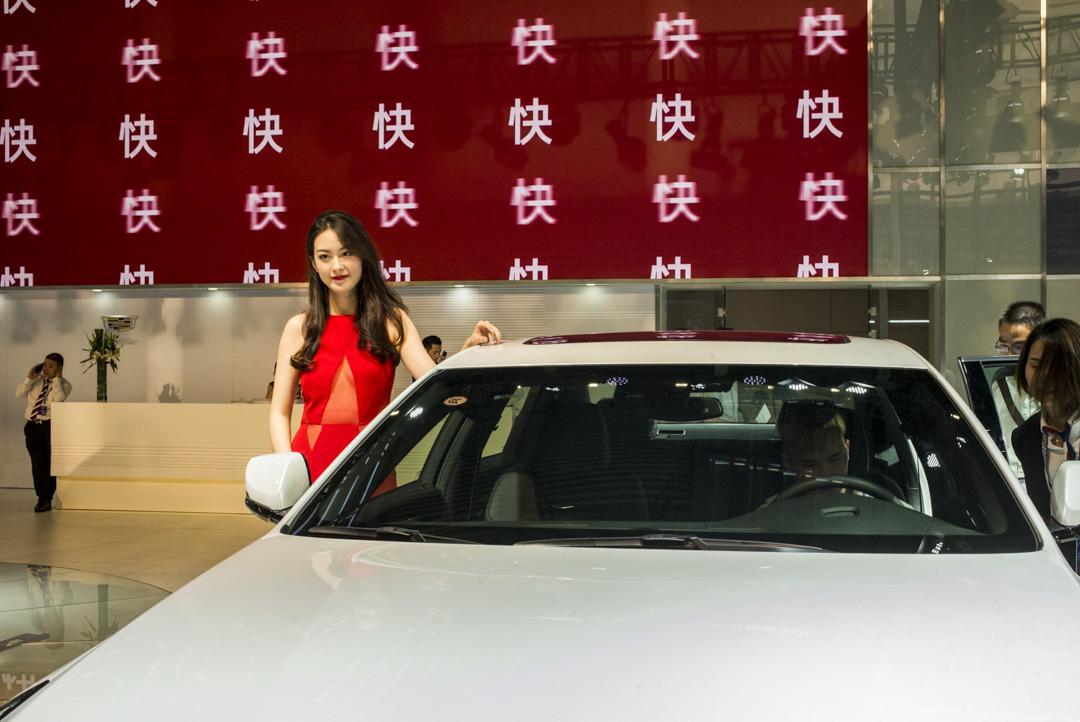 深圳車展的一個顯示屏,不斷出現「快」的字樣。