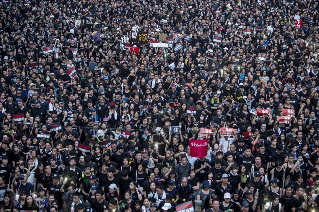 2019年6月16日,香港民陣發起第四次反對《逃犯條例》修訂大遊行,當中不少標語都是要求特首林鄭月娥下台 。 攝:林振東/端傳媒