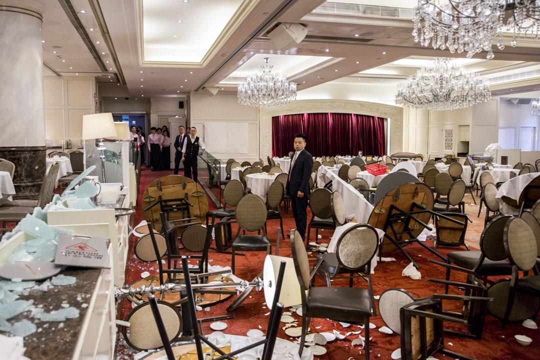 2019年11月10日,示威者破壞沙田大會堂旁的美心大酒樓。