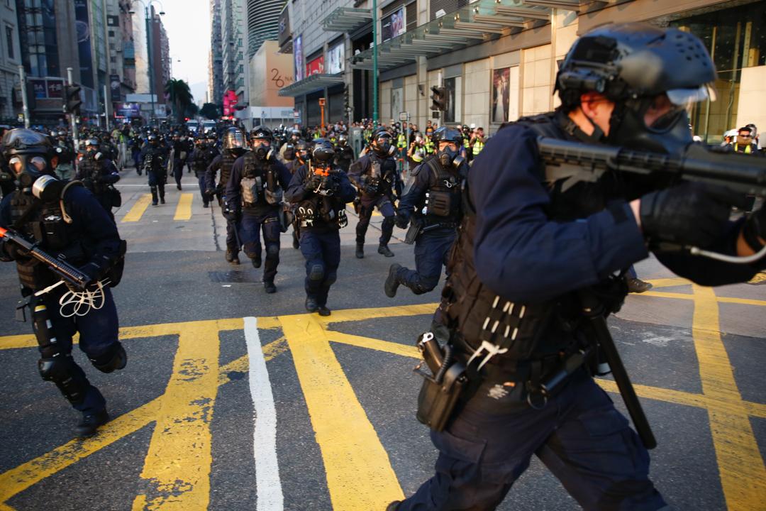 2019年12月1日,網民發起「毋忘初心大遊行」,防暴警出動驅散示威者。