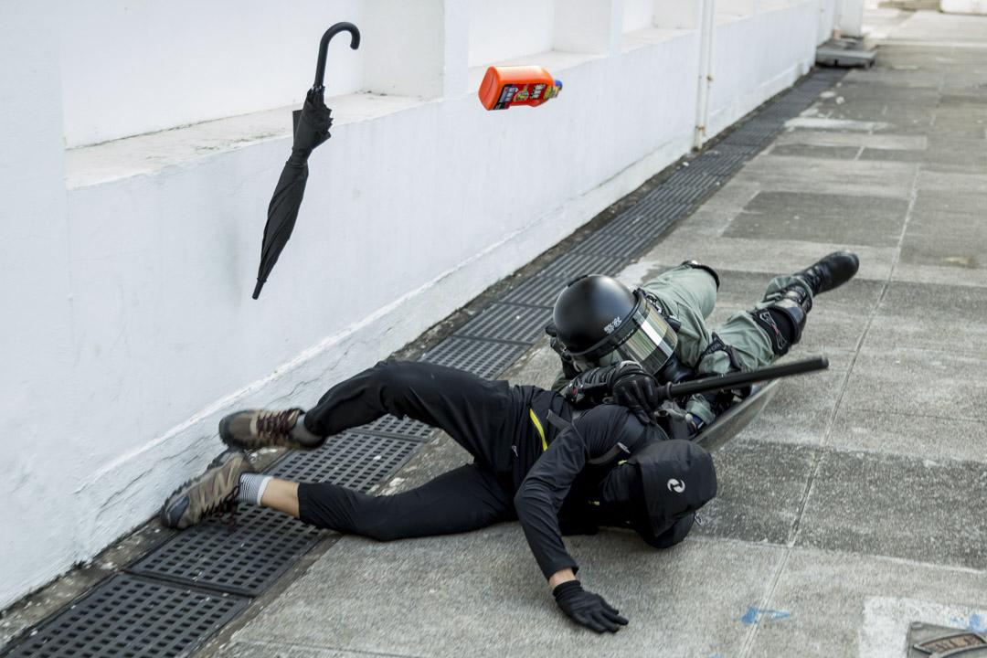 2019年11月10日,防暴警察追捕在沙田的示威者。