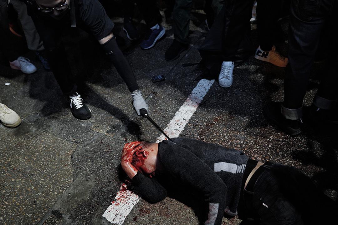 2019年12月25日,一名男子示威者被