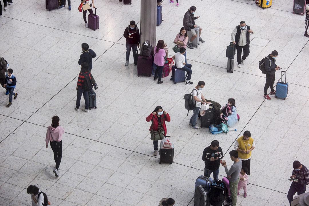 2020年1月23日,香港高鐵西九龍站,旅客等候上高鐵往內地。