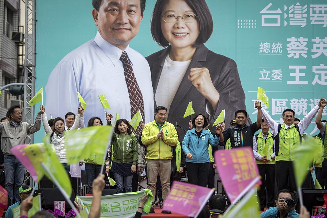 2019年12月7日,王定宇在台南舉行造勢活動,蔡英文為他站台助選。