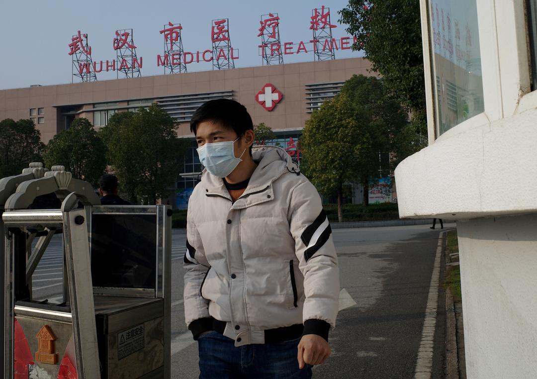新型冠狀病毒肺炎的首宗死亡案例發生於武漢市醫療救治中心。