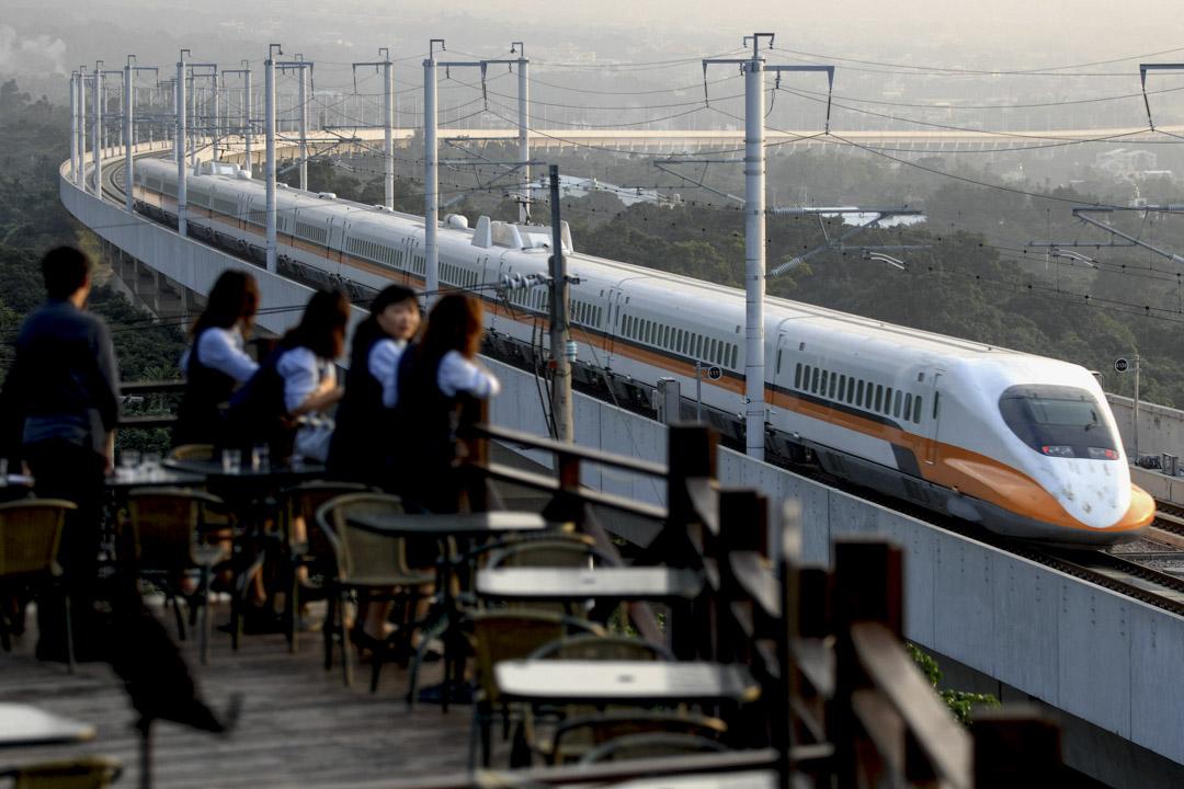 台灣高鐵自2007年1月5日試營運以來,歷經12個年頭,全長345公里,從北到南貫穿台灣人口最稠密的西部走廊,造就「一日生活圈」。