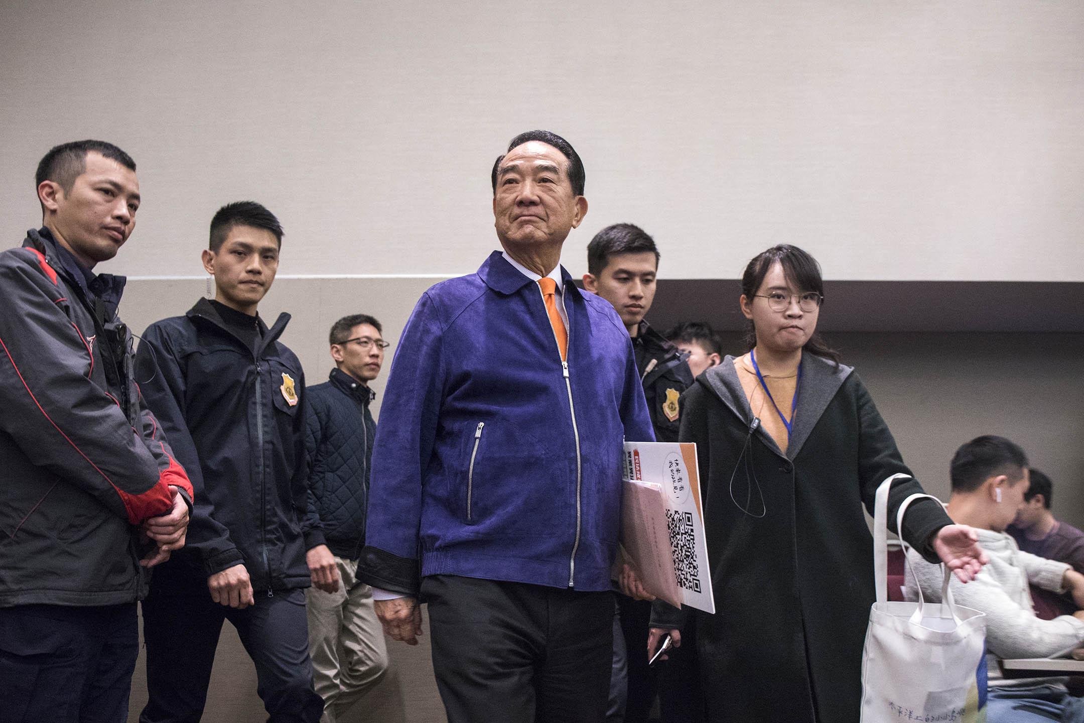 2019年12月7日,親民黨總統參選人宋楚瑜出席青年論壇與學生談政策。 攝:陳焯煇/端傳媒
