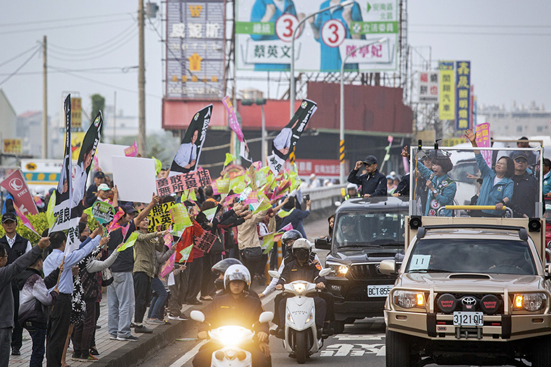 2020年1月6日,蔡英文在台南市掃街拜票。