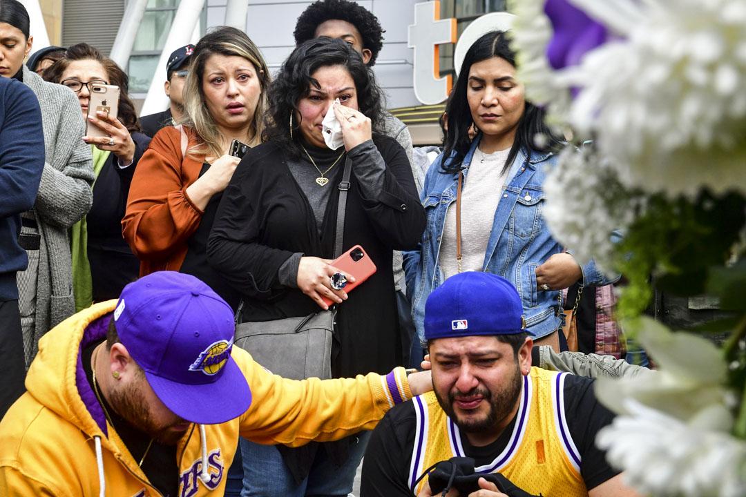 2020年1月26日,眾多球迷在洛杉磯街上聚集,悼念因空難離世的高比拜仁。