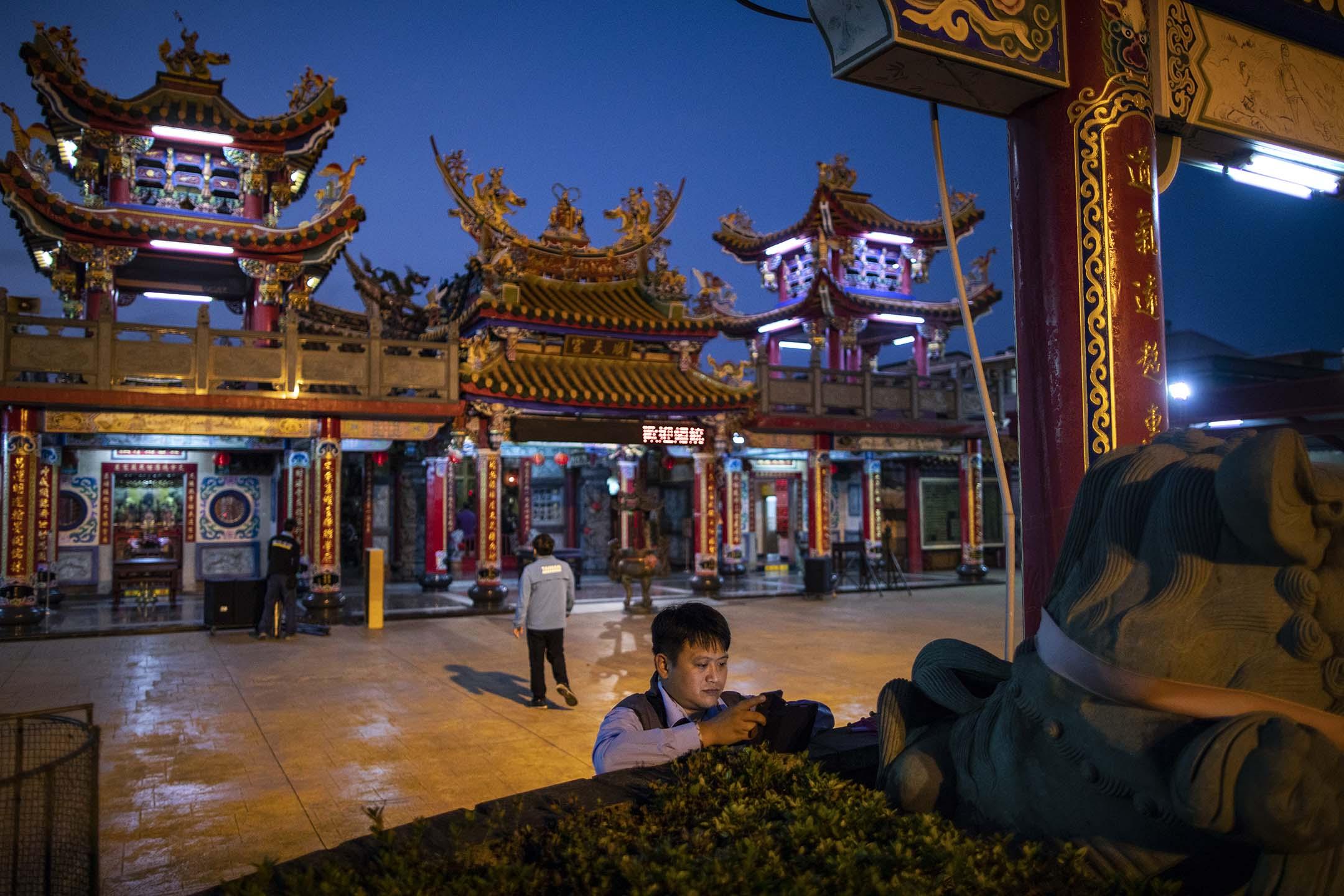 2019年12月23日,蔡英文在雲林順天宮參拜之後。 攝:陳焯煇/端傳媒