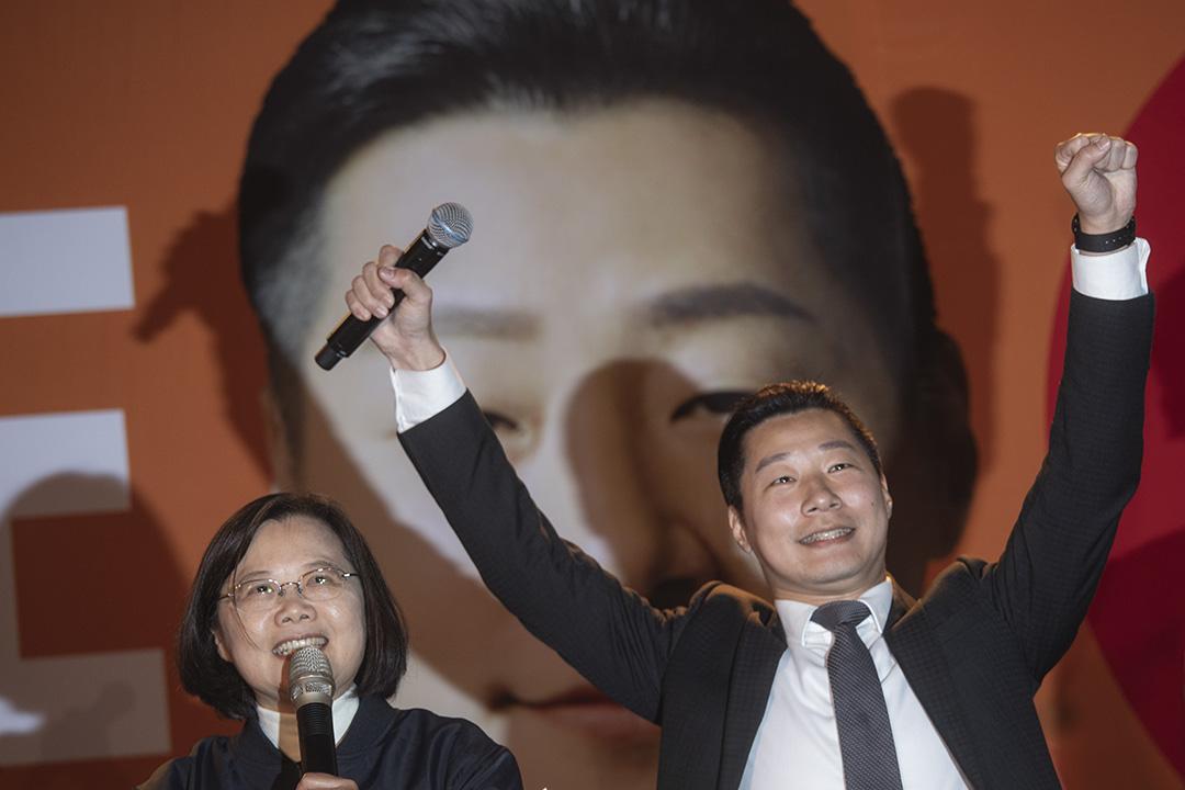 2020年1月9日台北龍山寺,民進黨支持的無黨籍台北市立委候選人林昶佐舉行造勢晚會,蔡英文為他站台。